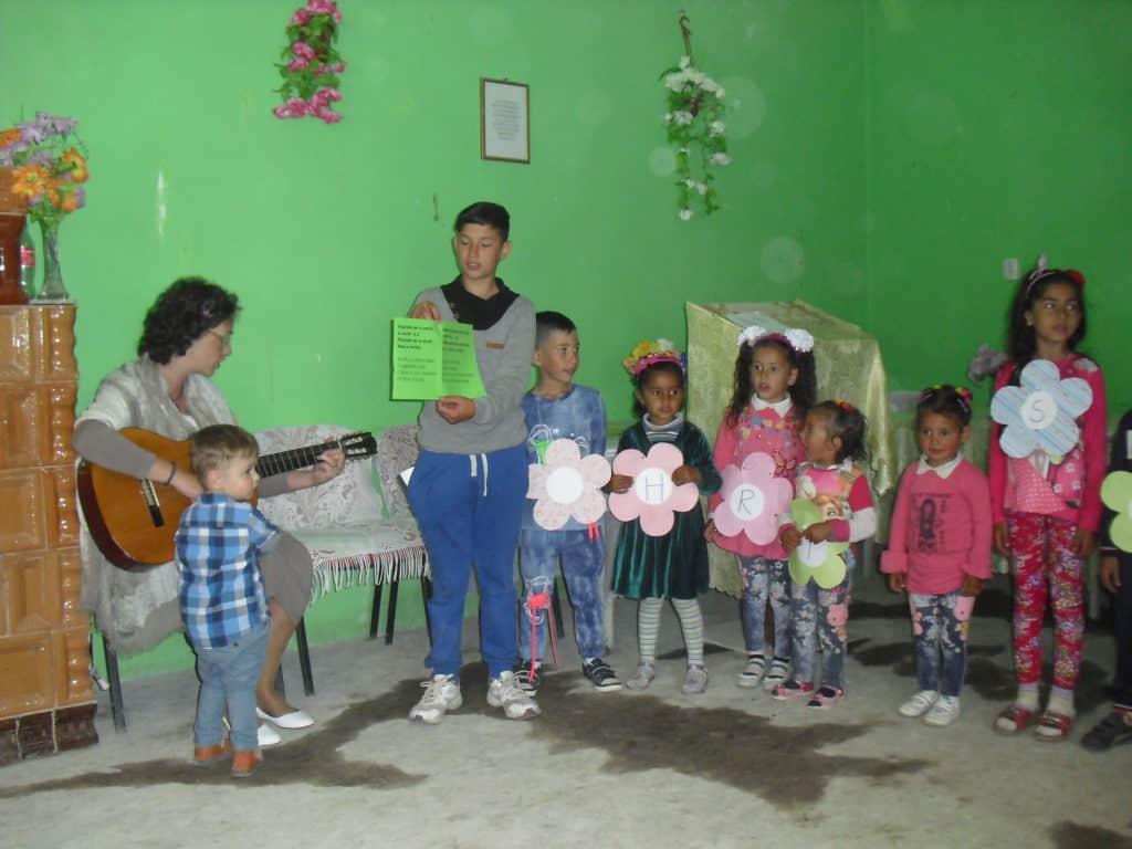 Zendingswerker met kinderen