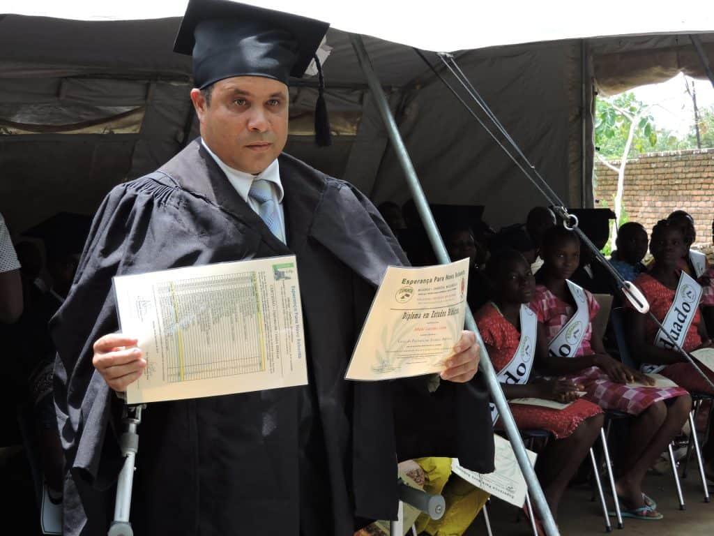 Zendingswerker met diploma