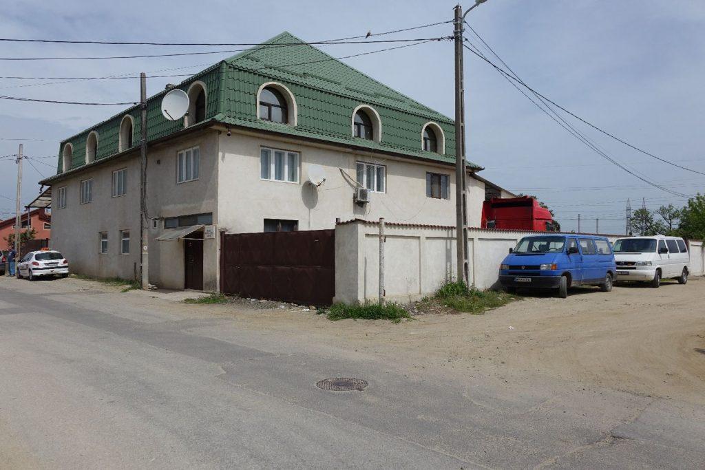 Wit huis in een heel ver land