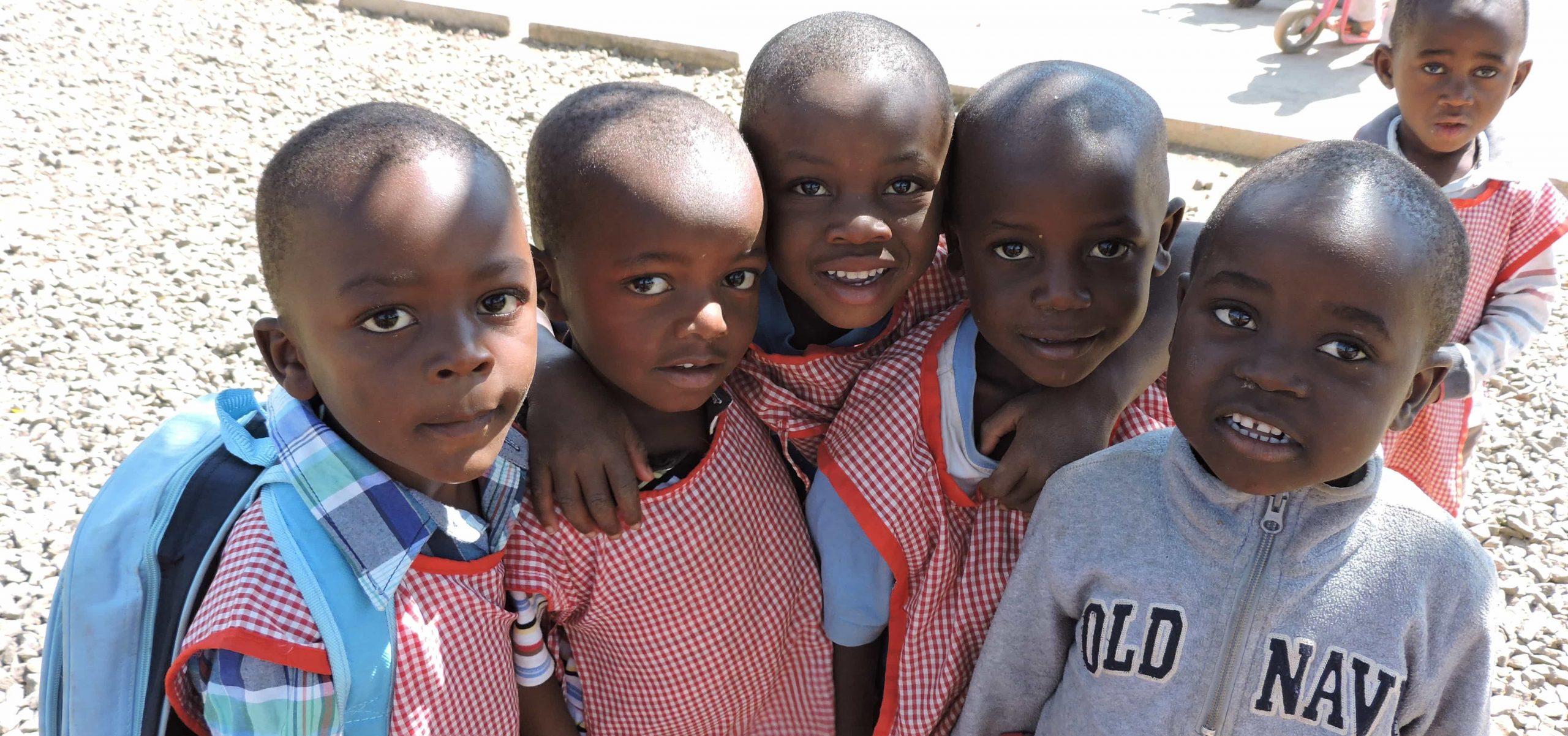 Kinderen in school uniform